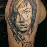 Tattoo Jos Oss Black and grey 23 female vrouw pistool gun